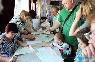 Как проходят выборы в Украине: люди приходят в вышиванках и стоят часами в очередях