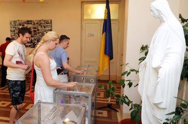 Явка во Львовской области уже превысила 60% избирателей - штаб Порошенко