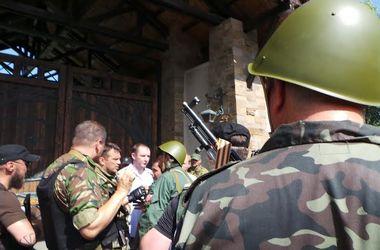 Что происходило в день выборов на Востоке: бои в луганской области, захват телеканала и церкви