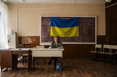 ЦИК считает голоса, а застрявшие в очередях  киевляне хотят штурмовать участок