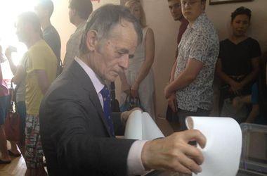 Мустафа Джемилев проголосовал в Киеве
