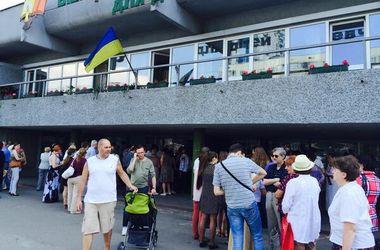 Социологи о киевских выборах: большие очереди, толпы и плохая организация