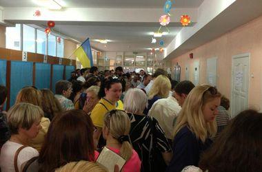 Киевляне проводили в очередях на избирательных участках более 4 часов