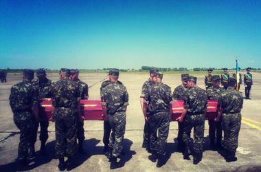В Ровенской области прощаются с погибшими бойцами под Волновахой