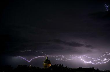 Завтра в Украине полный комплект: жара, град, дожди и грозы