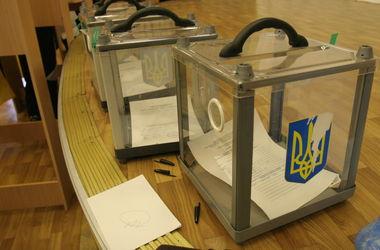 Наблюдатели о выборах в Киеве: слишком много бюллетеней и мало членов комиссий