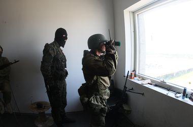 Жителей 5-километровой зоны от аэропорта в Донецке просят не выходить из дома
