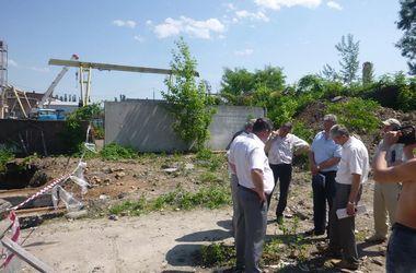 Чиновники решили подождать с ремонтом крупного прорыва на киевском коллекторе
