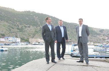 Аксенов пожаловался Медведеву на то, что туристы не могут попасть в Крым из-за Украины