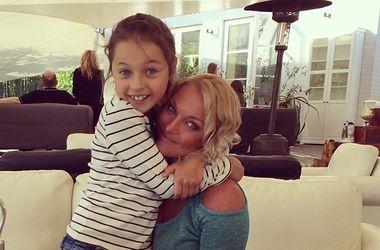 Анастасия Волочкова с дочерью искупалась в грязи