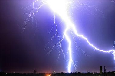В Черниговской области молния ударила в семью, погиб маленький ребенок