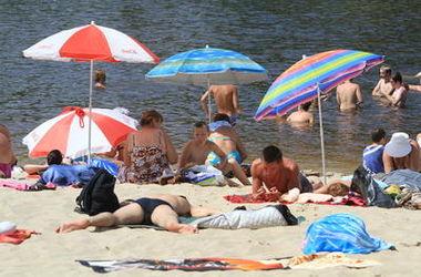 В Киеве официально разрешили купаться на десяти пляжах