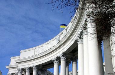 Российскому дипломату вручена нота из-за проникновения боевиков в Украину