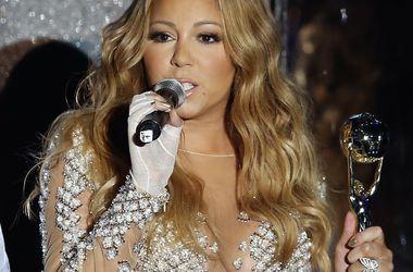 Церемония World Music Awards: Мэрайя Кери шокировала откровенными нарядами, а Памела Андерсон неудачно нарощенными волосами