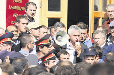 Абхазы восстали против безработицы, но не ради вхождения в Россию