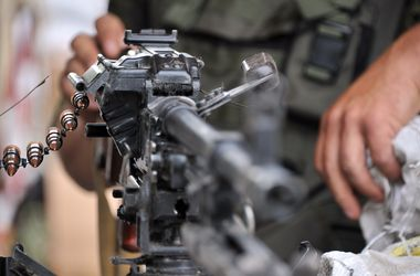 <p><span>Солдаты в</span><span>ынуждены были сложить оружие и оставили часть. Фото: AFP</span></p>