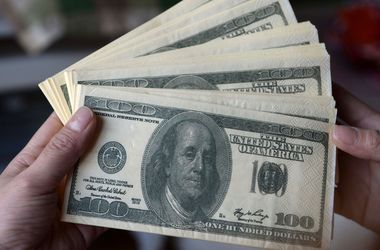 Доллар на межбанке стал дешевле