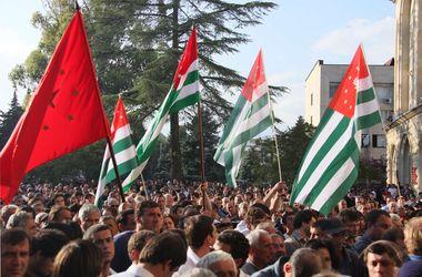 Президент Абхазии заявил,  что не собирается уходить в отставку