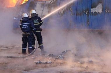 В Днепропетровске за ночь сгорели 18 маршруток и трехэтажный дом