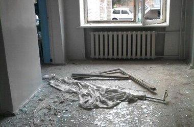 Утром во время обстрела в Славянске пострадала детская больница