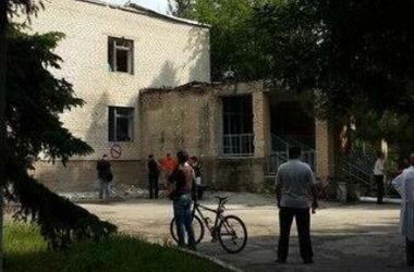 В детской больнице Славянска в результате артобстрела выбило около 100 окон