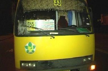 В Киеве на Харьковском шоссе маршрутка насмерть сбила женщину
