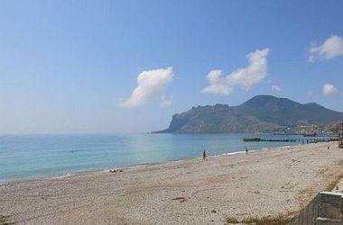 Крым встретил лето с пустыми пляжами