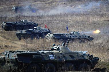 Возле украинской границы находятся десятки тысяч военных – НАТО