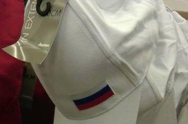 В киевском супермаркете продают кепки с российским флагом