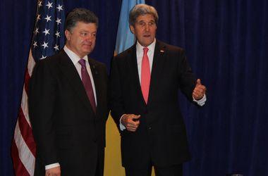 Порошенко перед переговорами с Обамой провел встречу с госсекретарем США Керри