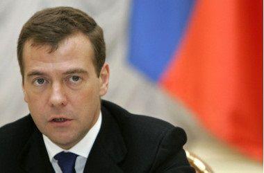 """Медведев обвинил """"Большую семерку"""" в беспредельном цинизме"""
