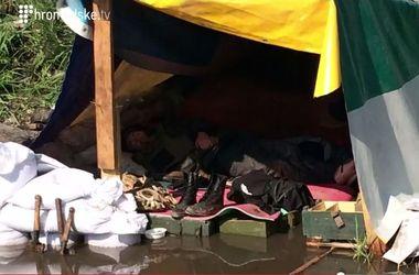 Бойцы АТО спят в лужах и нуждаются в оружии