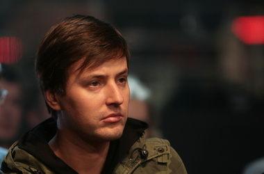 Певец Витас разбив стекло москвичке, скрылся из России