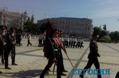 На Софиевской площади в Киеве в последний раз отрепетировали инаугурацию Порошенко