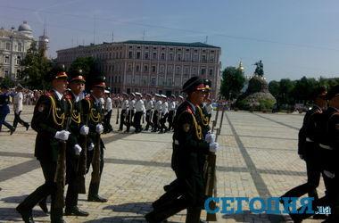 Порошенко на Софиевской площади встречают аплодисментами