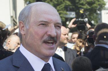 Лукашенко: Боевиков, которые воюют против украинцев, нужно уничтожать