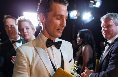 """Мэттью МакКонахи стал человеком года, а Сандра Балок выиграла в номинации """"Самая горячая красотка десятилетия"""""""