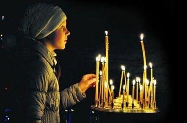 Православные верующие отмечают день Святого Духа