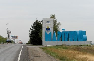 В Мариуполе горит аэропорт и воинская часть – СМИ