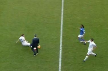 Жозе Моуринью выбежал на поле и сфолил на футболисте