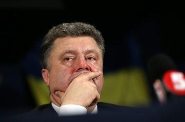 """Порошенко приказал создать """"спасательный коридор"""" для мирных жителей, желающих покинуть зону АТО"""