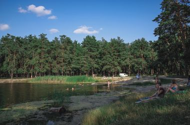 В запрещенном для купания озере в Киеве утонул мужчина