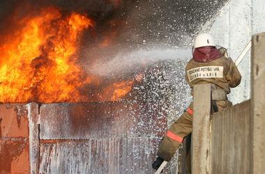 В Киеве во время пожара парень выпрыгнул из окна 6-го этажа