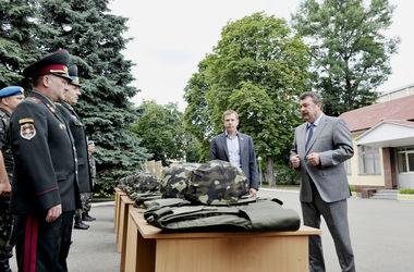 Украинским десантникам привезли новые бронежилеты