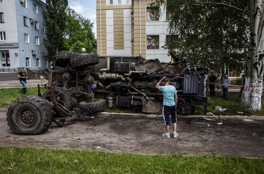 """КамАЗ, перевозивший боевиков """"ДНР"""", перевернулся в Горловке - СМИ"""