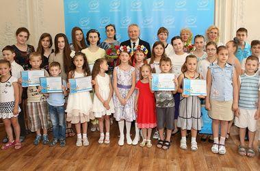 Фонд Игоря Янковского наградил детей, нарисовавших мирную Украину