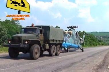 Сбитый под Славянском вертолет буксируют в Харьковскую область
