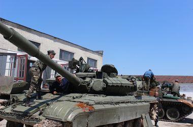 Военные ремонтные подразделения восстановили более 700 единиц вооружения и военной техники