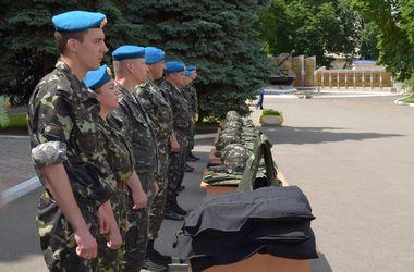 В Днепропетровске волонтеры пишут для армии листовки и организуют концерты