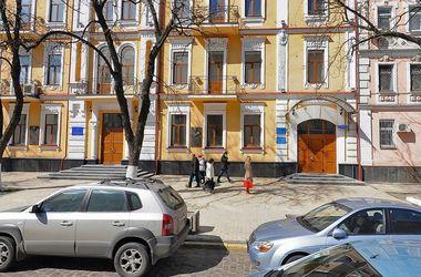 """""""Майдановцы"""" пикетируют Госпогранслужбу: дверь ведомства заблокирована шинами"""
